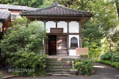 高崎藩士の木像を納める田村堂