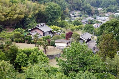 興禅院から高山社跡を望む