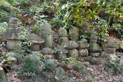 金剛寺跡の五輪塔群