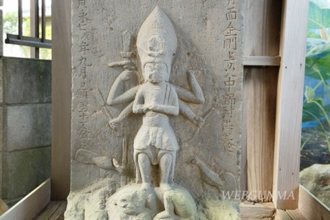 十三坊塚北口の庚申塔