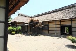 旧安中藩郡奉行役宅(長屋門脇から)