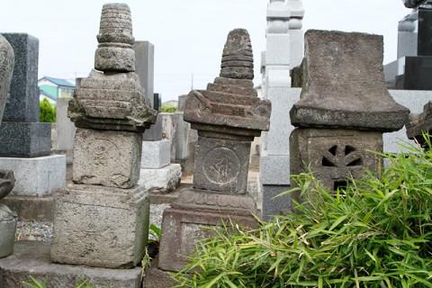 伊勢崎市指定重要文化財「富塚円福寺の宝篋印塔」