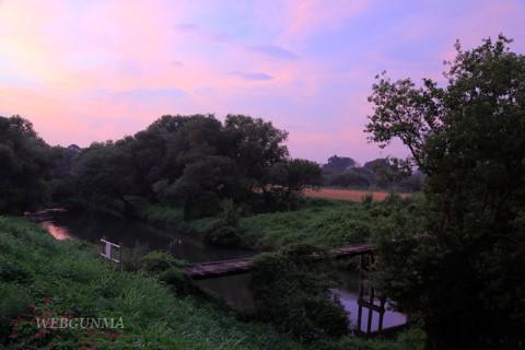 早朝の沈下橋
