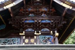 雷電神社本殿側面の彫刻