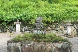 小幡藩四代藩主 織田信就の墓