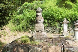 小幡藩六代藩主 織田信富の墓