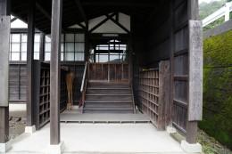 旧大岩学校校舎入口