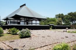 満徳寺の庫裏から本堂を