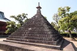 明王院の千体不動尊供養塔