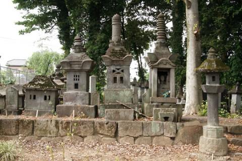 大島家墓地の石堂墓石